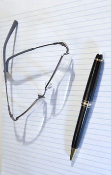 Free Pen Paper And Glasses Stock Photography - 4165242