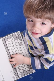 Free Boy Using A Laptop Royalty Free Stock Photography - 4173227