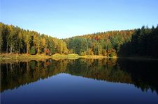 Free Autumn Colours On The Meugliano Lake Royalty Free Stock Images - 4186519