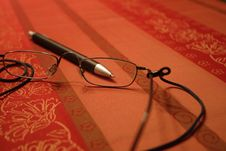 Free Reading Glasses Close Up Royalty Free Stock Photos - 420548