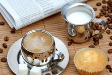 Free Cup Of Coffee With Muffin And Milk Stock Photos - 4207803