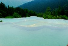 Free Limestone Pools In Huanglong Royalty Free Stock Photos - 4210418