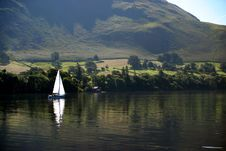Free Sailboat On Ullswater Royalty Free Stock Images - 4230159