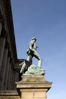 Free Liverpool Statue Royalty Free Stock Photo - 4236495