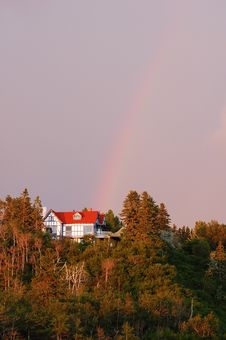 Free Rainbow Over Red House Royalty Free Stock Photos - 4246548
