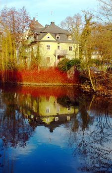 Free Reflection Of A House Royalty Free Stock Photo - 4249965
