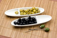 Free Green And Black Olives Royalty Free Stock Photography - 4251937