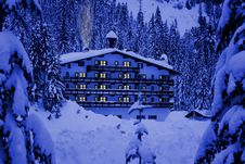 Free Hotel In Snow Royalty Free Stock Image - 4263916
