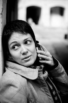Free Woman Speaking On Phone Royalty Free Stock Images - 4267169
