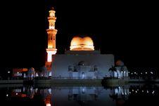 Free Flouting Mosque Royalty Free Stock Photos - 4267338