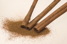 Free Powdered And Raw Cinnamon Royalty Free Stock Photo - 4269075