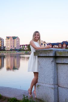 Free Beautiful Woman In A White Dress Standing On The Waterfront Stock Photo - 42684930