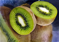 Free Kiwi Sliced In A Metal Dish Stock Photo - 4272290