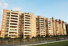 Free An Luxury Apartment Block Royalty Free Stock Images - 4272299