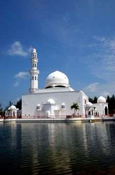 Free Flouting Mosque Royalty Free Stock Image - 4272716