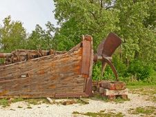 Free Weathered Wood Boat Beached On Shore Stock Photo - 4279210