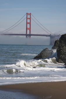 Free The Golden Gate Bridge In The Morning Fog Royalty Free Stock Photos - 4284858