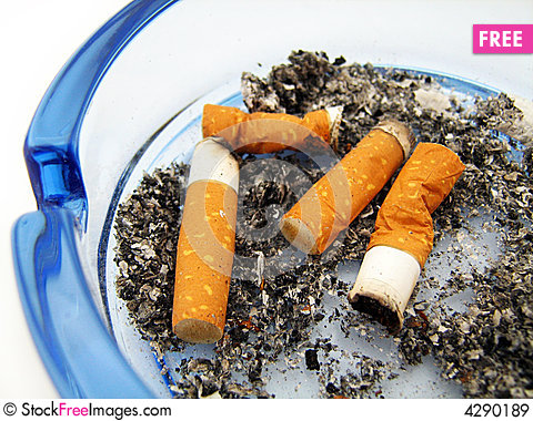 Free Blue Glass Ashtray With Cigarette Royalty Free Stock Images - 4290189