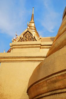 Free Golden Dome In A Bangkok Temple Royalty Free Stock Image - 4290906