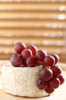 Red Grape And Soft Cheese On Wood Royalty Free Stock Photos