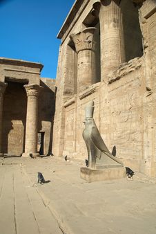 Statue Of Horus In Edfu Temple Royalty Free Stock Photos