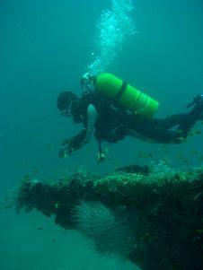 Free Diver Over A Wreck Stock Photos - 431383
