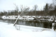 Free Winter River 3 Royalty Free Stock Photography - 438557