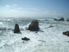 Free Waves Crashing On Rocks 2 Stock Images - 438944