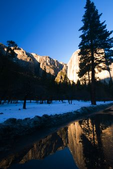 Free El Capitan And Reflection Royalty Free Stock Photos - 4301648