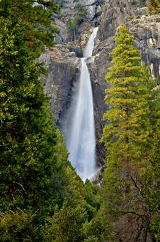 Free Waterfall In Yosemite National Park Royalty Free Stock Image - 4302416