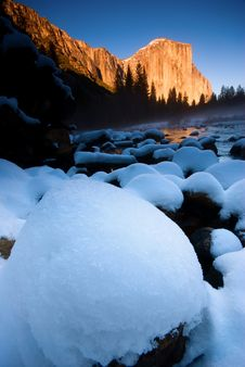 Free El Capitan And Merced River Royalty Free Stock Photos - 4303098