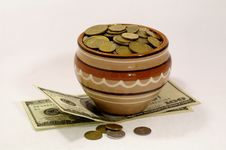 Free Pot With The Coins Royalty Free Stock Photography - 4312557