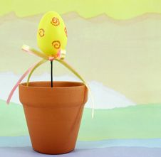 Free Yellow Easter Egg In Flowerpot Stock Images - 4314164