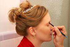 Free Applying Eye Make-up Royalty Free Stock Images - 4318119