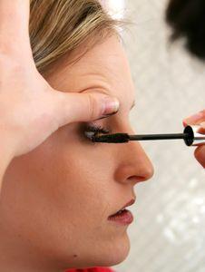 Free Beautician Applying Mascara Royalty Free Stock Photography - 4318297