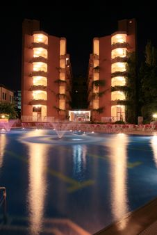 Hotel, Pool And Fountain Royalty Free Stock Photography