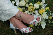 Free Bride S Bouquet At Her Feet Stock Photography - 4324062