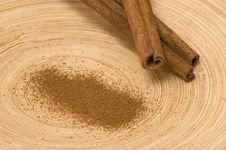 Free Cinnamon On The Bamboo Platter Royalty Free Stock Photography - 4324407