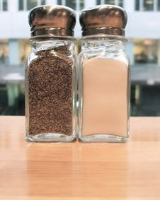 Free Salt And Pepper Shakers Stock Images - 4327914