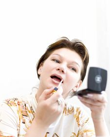 Free Woman Doing A Make-up Royalty Free Stock Images - 4328099