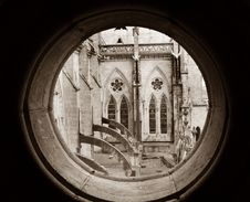 Free Basilica View Thru Round Window Royalty Free Stock Photography - 4333477