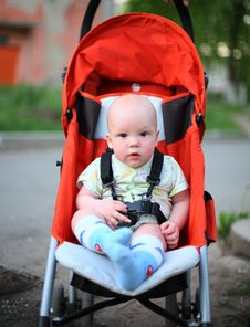 Free Baby In Sitting Stroller Stock Image - 4337541