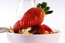 Free Strawberries And Flakes Royalty Free Stock Photos - 4342228