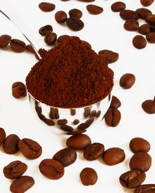 Free Spoon Of Coffee On A Background Grains Royalty Free Stock Photography - 4345967