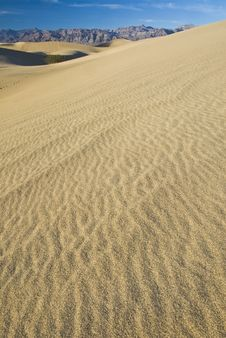 Free Sand Dunes Near Stovepipe Wells, Death Valley Stock Image - 4354091