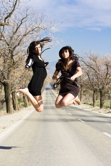 Free Happy Girls Jumping Royalty Free Stock Images - 4355419