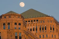 Free Moon Over Merchandise Mart Stock Photos - 4358233