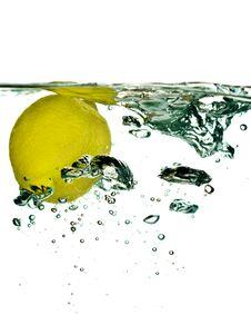 Free Lemon Falling In Water Stock Photography - 4373292