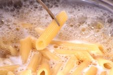 Free Penne Pasta Draining Royalty Free Stock Photography - 4376177