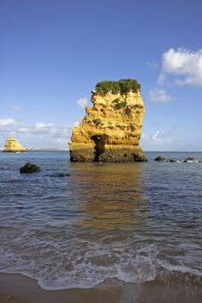 Free Rocky Southcoast In Portugal Royalty Free Stock Photo - 4390885